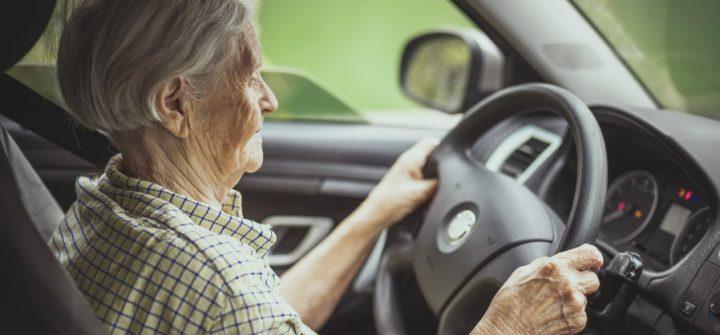 Oude bestuurder betaalt (soms ongemerkt) veel meer premie