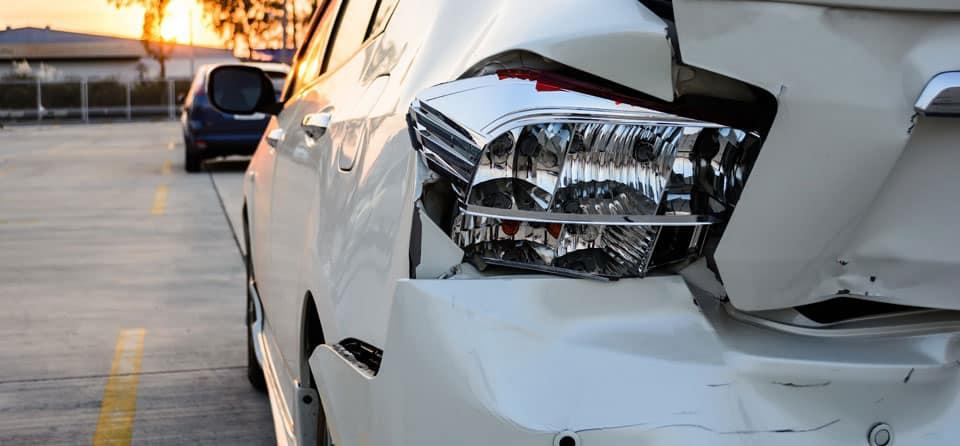Schade aan je auto zonder dader. Hoe zit dat?