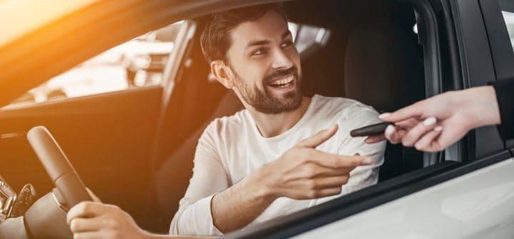 Geld lenen voor een auto: voordeliger dan private lease?