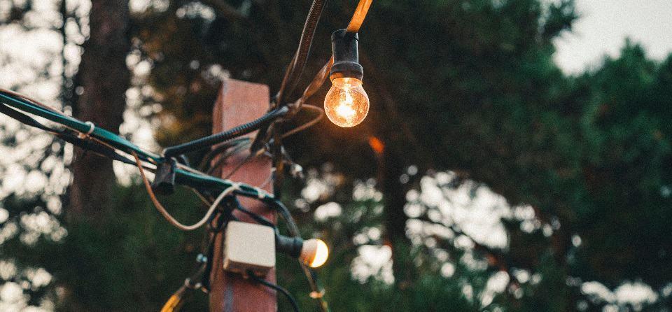 Nieuwe tarieven drie grootste leveranciers: energierekening huishouden stijgt met gemiddeld € 327 in 2019