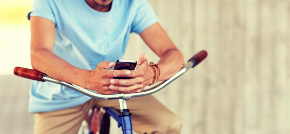 Appen op de fiets